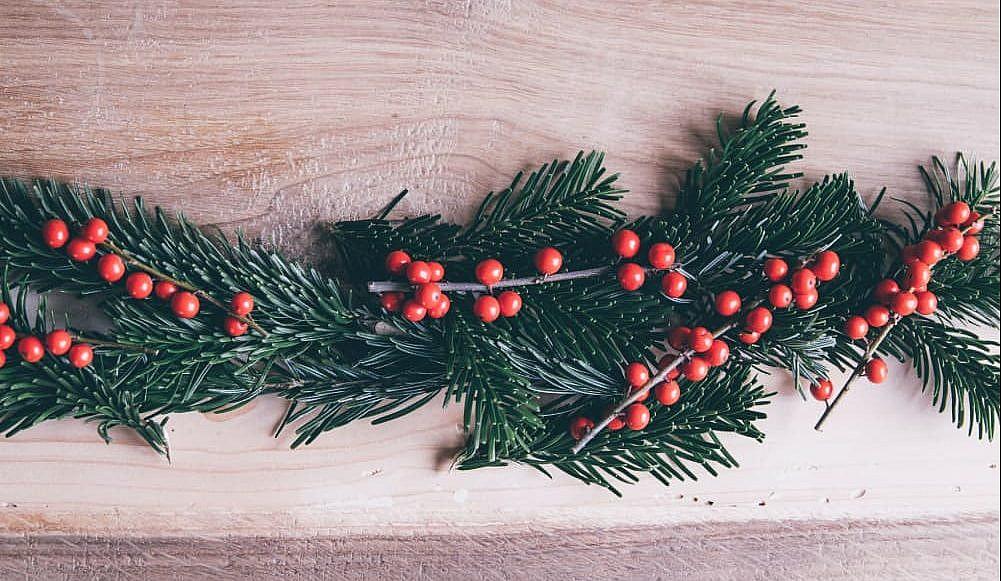 holly holiday garland